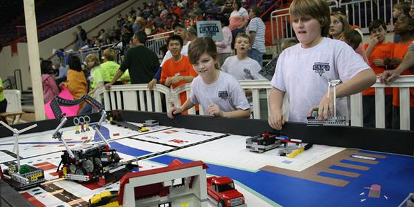 First leo league, robots bouwen voor de jeugd