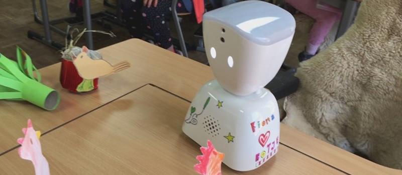 Dankzij het hulprobotje AV1 kan Fiona toch naar school
