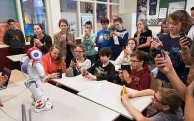 Robot geeft les op middelbare school