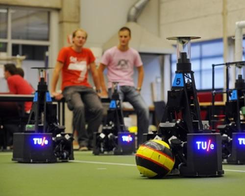 WK robotvoetbal 2013 in Eindhoven