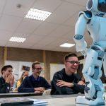robot neemt de klas over